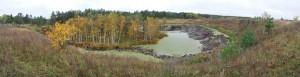 Уход воды при карстовом провале из озера Провал у кладбища села Мухтолово снимок октябрь 2011 а
