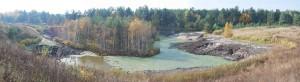 Уход воды при карстовом провале из озера Провал у кладбища села Мухтолово снимок октябрь 2011b